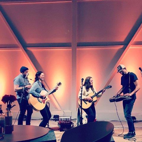 Klare: Hollow Hearts er klare for ÅrsteinØya. Her fra en konsert i høst på Leknes.