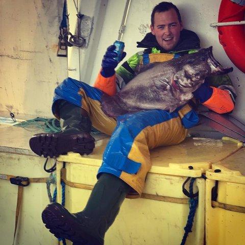 KJEMPEKVEITE: I vår fikk Daniel Myklebust denne blåkveita som veide hele 17 kilo. Lørdag kom han på land med ei som var to kilo tyngre