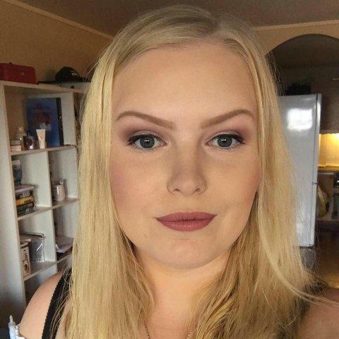 UHELDIG: Caroline Andreassen var uheldig tirsdag, og kjørte på en katt som døde av skadene. Hun har høstet ros for at hun sa ifra om hendelsen.