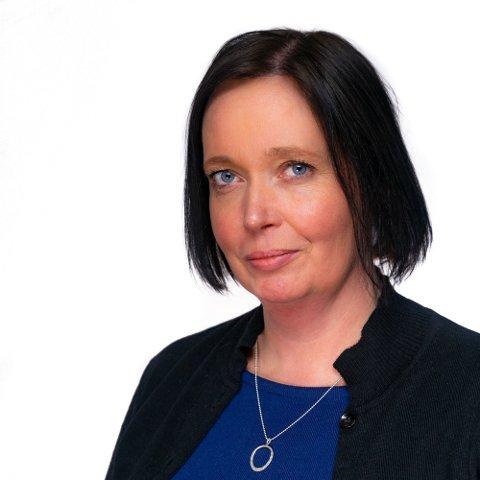 NORD GRAVFERD: Julie Brattli Steinvik er daglig leder i nyopprettede Nord Gravferd AS. Selskapet vil ha base i Vågan, men er vil ta på seg oppdrag fra hele Lofoten.