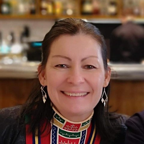 Smittet: Karete Pedersen (45) er blant de nye smittede i Hamarøy. Hun aner ikke hvor hun kan ha blitt smittet og har de siste tre dagene vært satt ut av spill.