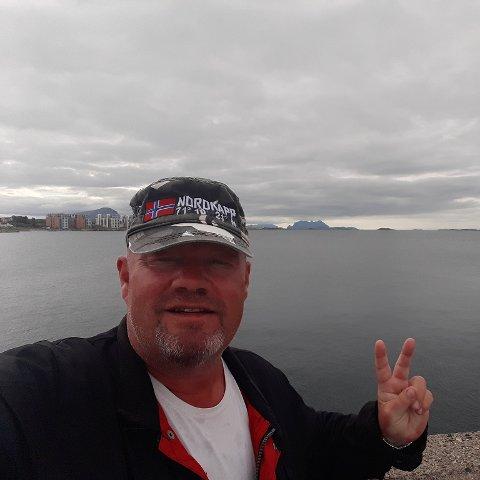 Tom Karoliussen har fått jobb på et fiskemottak etter ett år som permittert. Foto: Privat