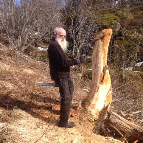 KUNSTNEREN: Even Bie-Larsen er mannen bak skulpturen som nå får mye oppmerksomhet.