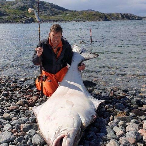 MAT I LANGE TIDER: Svein Dallavara har mer enn nok kveite framover: – Det blir nok x antall porsjonspakker med fiskefilet, men jeg orker ikke å spise alt selv! humrer han.