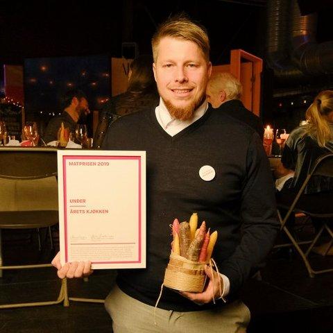 PRIS: Nicolai Eillitsgaard er kjøkkensjef ved Under og mottok Matprisen 2019, for beste kjøkken.