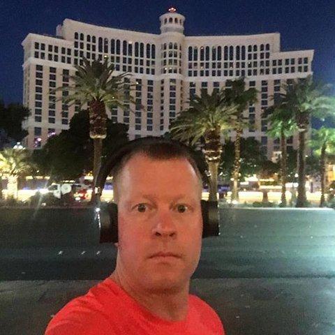 I LAS VEGAS: Mossing Mikael Mellquist ( bildet)kom til Las Vegas i går for å delta på en spillmesse. Han melder at han er trygg på hotellet sammen med mossing Knut Arne Hansen.