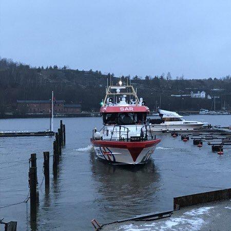 Redningsskøyta Horn Rescue deltare i søket etter den savnede mannen på Nabbetorp.
