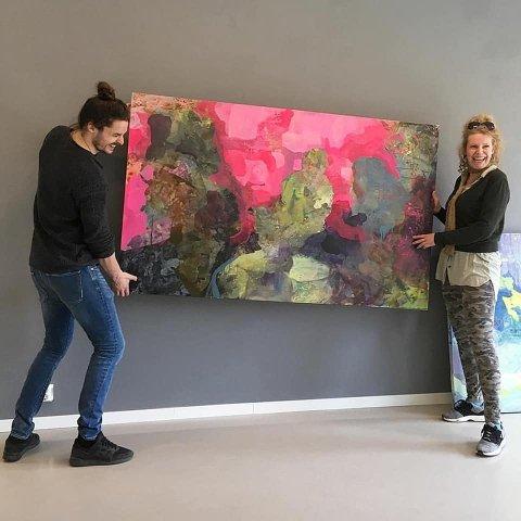 Nå har Galleri Røed åpnet dørene igjen, men fortsatt med visse restriksjoner. Først ut er kunster Henriette Finne, og gallerist Eirk Solum gleder seg til å ta i mot publikum igjen.