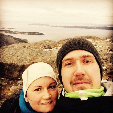 BEKYMRET: Ekteparet Margrethe Svarliaunet og Espen Opdal er bekymret etter at engelsksetteren Tia forsvant under en fjelltur.