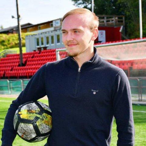SLUTTER: Simen Husby (20) gir seg som Rørvik-trener for å starte på studier til høsten.