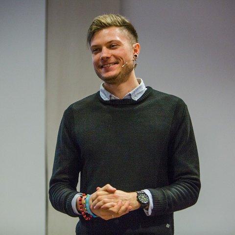 TYPISKE FEIL: LinkedIn-ekspert Christoffer Bertilsson gir råd til hva man ikke bør gjøre på jobbnettverket.