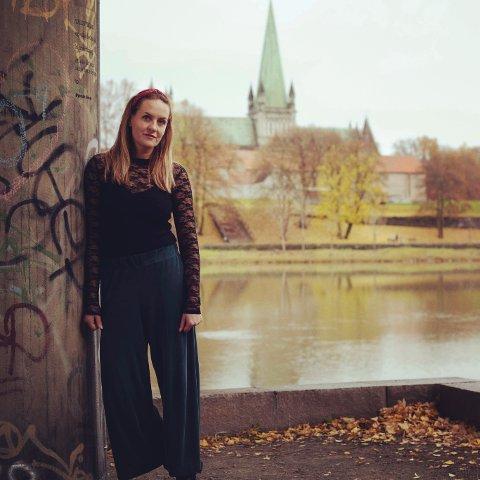 Trondheim er det perfekte bakteppet for god krim, mener Hanne Gellein, som i februar debuterte med krimromanen «Alle fugler små».