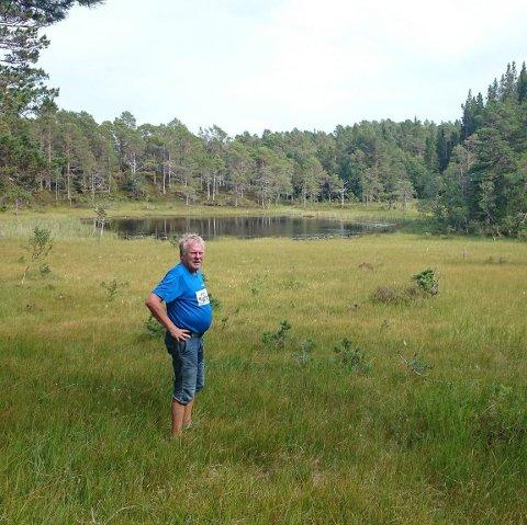 """Jan Erik Lorås (71) har oppsøkt 44 av 50 vann fra boka """"Bymarka - 50 vatn og turopplevelser"""" i løpet av de siste to ukene."""