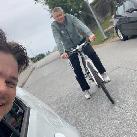 MØTTE SOLSKJÆR: Håkon Pallin Kjeldsen agerte raskt da han skjønte at det var Ole Gunnar Solskjær som satt på sykkelen i Kristiansund søndag.