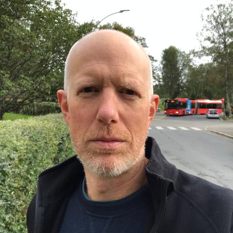 Christoffer Paur Knudsen i Ekeberg skoles FAU forteller at de ikke ønsker at snuplassen ved skolen skal flyttes.