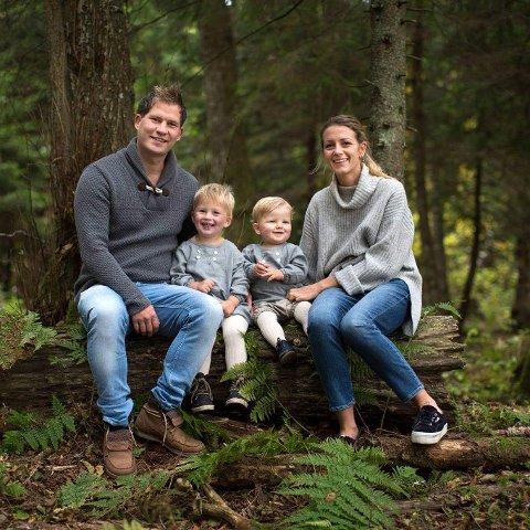 ALT GIKK BRA: Hans Petter Nauf, kona Marlene og barna Hans og Edvin opplevde en akeulykke som kunne gått skikkelig galt.