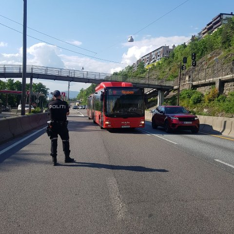 Her sto politiet i løpet av én time og sanket inn bilister som kjørte ulovlig.
