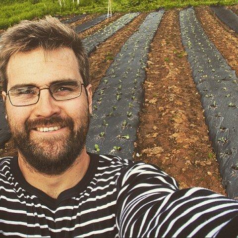 KAN BLI ÅRETS UNGE BONDE: Mats Hegg Jacobsen, som driver gården Jacobsen på Berg, er en av fem finalister i kåringen om å bli årets unge bonde.