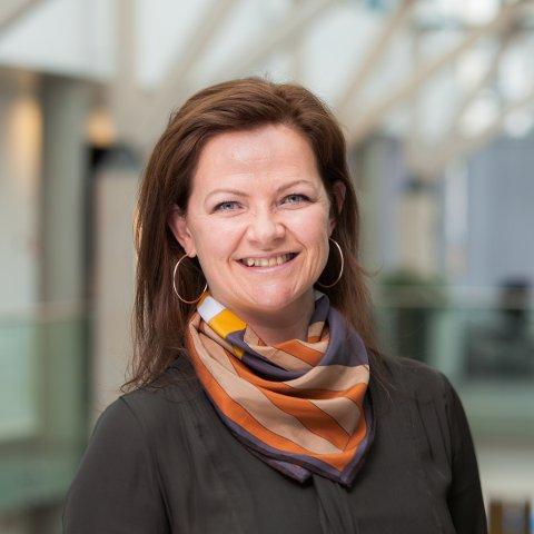 PENDLER: Astrid Hvattum i Geodata pendler hver dag fra Gran til Oslo. – Hadde jeg ikke hatt en fleksbel jobb, hadde det ikke gått, sier hun.