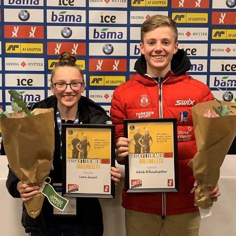 Lene Jøranli og Jakob Altstadsæther med prisen «Skiskyttere med MOT»