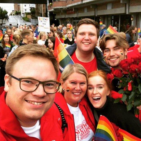 IFJOR: Even Aleksander markerte Pride med Aud M. Riseng, John Magne Pedersen Tangen, Ingrid Tønseth Myhr og Erik Hulleberg på Hamar i fjor.