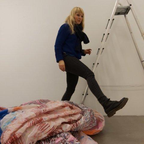 Anne Siv Falkenberg Pedersen i sitt atelier.