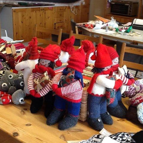 MYE FINT Å SKAFFE SEG: Oppegård Husflidslag arrangerer julesalg i tiden 27.-30. november utenfor biblioteket i Kolben i ordinær åpningstid..