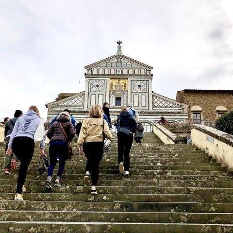 KLASSETUR: Klassen på Kunst, design og arkitektur-linjen på Ås videregående skole dro til Firenze i Nord-Italia onsdag 26. februar. Nå må klassen i karantene i 7 dager.