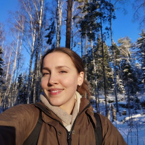 TRIST: - Respektløst at folk tar steiner fra gravrøysene for å lage bålpass, syns Sofie Kalland som møtte et trist syn på Grønliåsen sist helg.