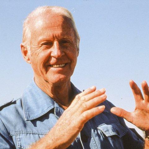 1. Tirsdag i denne uka var det stor Thor Heyerdahl-konsert i Larvik kirke. Hva heter byen i Italia i nærheten av Heyerdahls bosted i Nord-Italia?