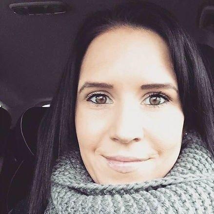 FORBANNA: Ida Vindstad fra Larvik skriver bloggen Crohnsglede.no. Nå er hun forbanna etter uttalelser fra Sanna Sarromaa. Foto: Privat