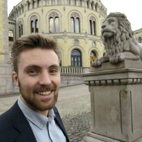 PROTEST: Martin Løken (MDG) etterlyser  en utredning av miljøvennlig transport av Trysil-turistene.