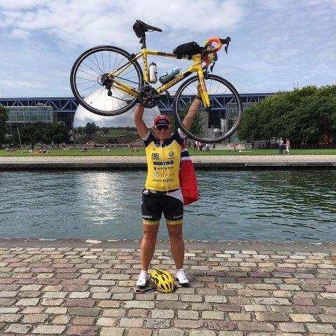 GLAD: Heidi Skoglund var veldig glad da hun endelig var fremme i Paris etter mange timer på sykkelsetet