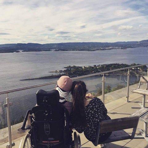 REHABILITERING: Åshild og søsteren på Sunnaas sykehus.