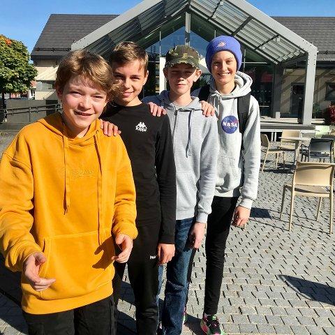 Løper: Disse gutta skal være med å løpe Brusk-mila i morra. Herman Giæver (foran) Noa Amundsen, Aleksander Skåden og Marcus Flaterudhagen