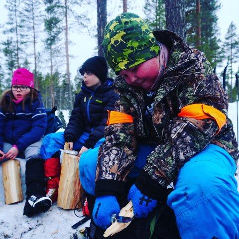 GLAD I NATUREN: 12 år gamle Philip Kronvald fra Østby har deltatt på Villmarksvekkua tre ganger. Nå gleder han seg stort til neste uke, da han skal være med for fjerde gang. Bildet ble tatt under fjorårets arrangement.