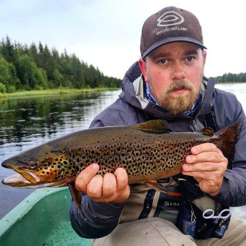 FORVENTNINGSFULL: Martin Mikkelsen fra Rena er en de mest fiskeinteresserte brukerne av Renaelva.