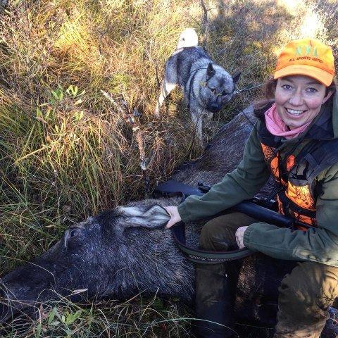 SKUDDSIKKER DAME: Ada Josefine Gudim sørget for Solbrekke jaktlag sitt sjuende elgfall så langt i jakta.