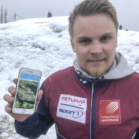 Mo Orienteringsklubbs Even-Johan Kaspersen viser fram appen for både trening og løp både for orienteringsfolk og folk flest.