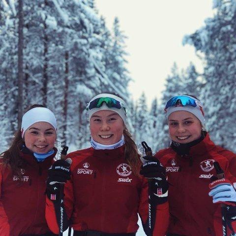 Amalie Storlien (foran) tok bronse under junior-NM. her flanker av lagvenninene Gina Lagmandsveen Hjemlie og Marthe Holmen Nilssen som også prestert bra. Foto: Privat