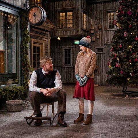 """Her er far og Elise fra """"Den vesle bygda som glømte at det var jul""""."""