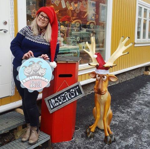 Nissepost: Marianne Storsveen har laget nissepostkasse, med god hjelp av mannen sin, Ståle Strømsodd.