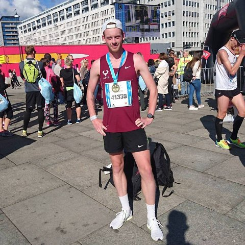 MILEPÆL: Maratonløperen Simen Næss Berge fra Roa er på jakt etter nye milepæler. Arkivfoto