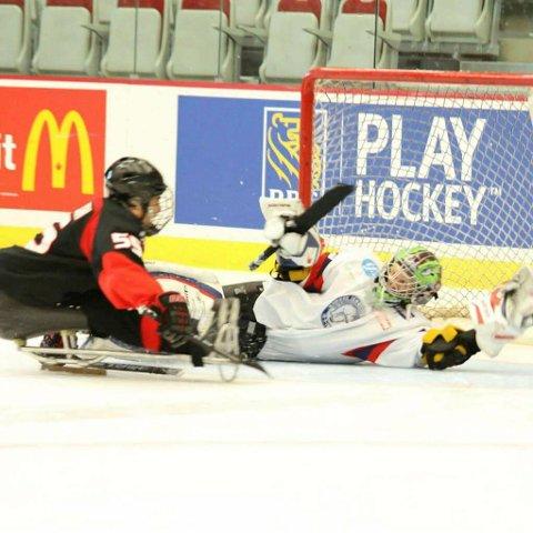 Kjell Christian Hamar fra Hønefoss er på kjelkehockeylaget i Paralympics. Foto: Privat