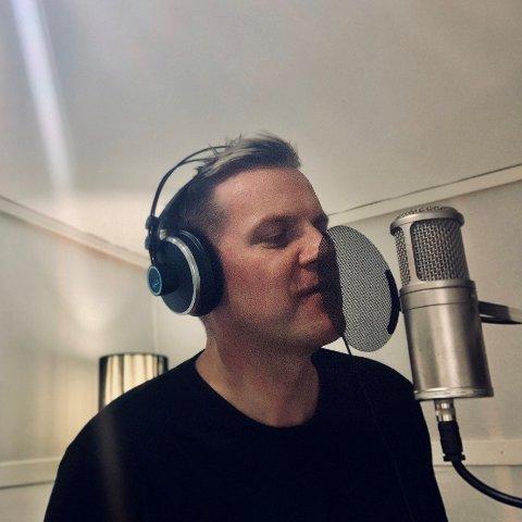DEBUTERER MED ALBUM: Halvard Gjerdbakken har gitt ut egne låter. Albumet er tilgjengelig på strømmetjenester.