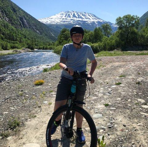 BURSDAGSGAVE: Birk Aune (13) fikk den fine sykkelen i bursdagsgave nylig.