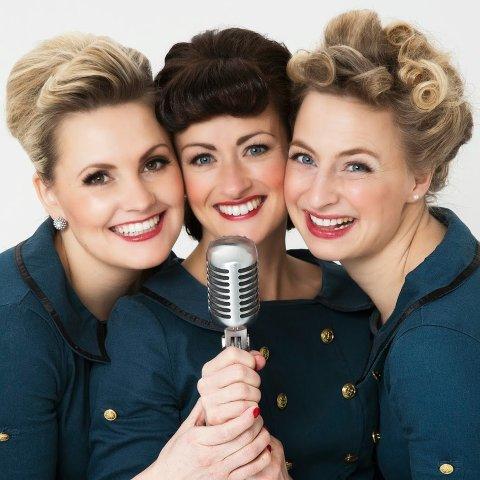 De tre sprudlende damene i Underholdningsvogna hyller sangstjernen Vera Lynn.