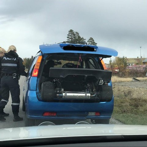 TRAFIKKFARLIG: Politiet var ikke spesielt imponert over sikringen av denne gokarten.