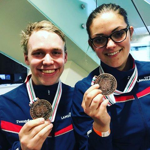 KJÆRESTEBRONSE: Benjamin Tingsrud Karlsen har vært nær flere ganger, men sikret seg til slutt sin første EM-medalje i luftgevær onsdag, og det i mix-konkurranse sammen med kjæresten Jeanette Hegg Duestad.