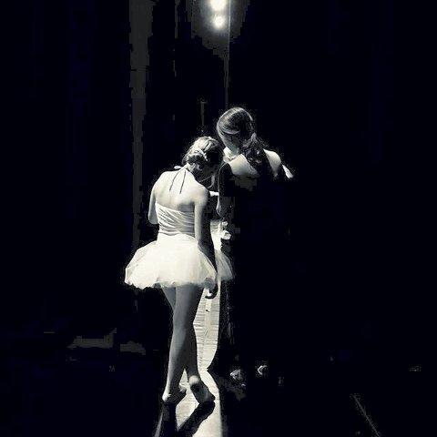 Ukesvinner 24: Et stemningsfullt og et annerledes bilde av to ballettjenter. Veldig bra.